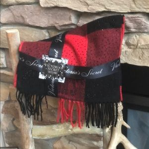 NWT VS sparkle scarlet buffalo check scarf